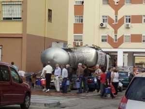 Camiones con agua en Loreto