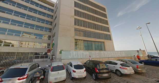 Piden medidas de seguridad tras un positivo por coronavirus en el edificio de la Junta de la plaza Asdrúbal