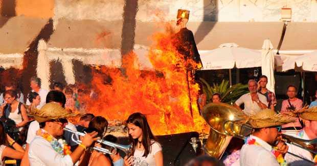 ¿Sabes por qué se queman los Juanillos en Cádiz?